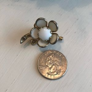 Vintage 60's flower brooch.